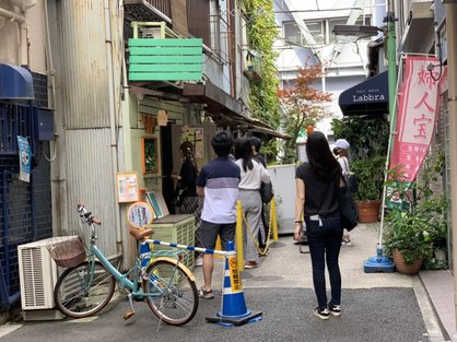 島バナナ研究の一環で行った銀座バナナジュースの店前の列